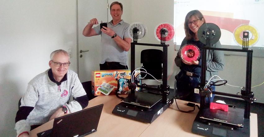 3D-DRUCKER, ROBOTER, LAPTOPS UND SCANNER
